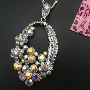 NEW BETSEY JOHNSON CRYSTAL OVAL NECKLACE